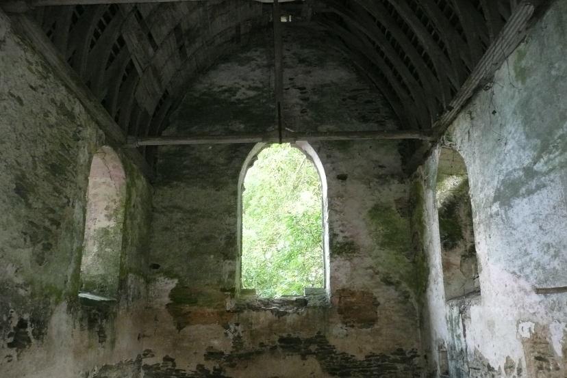 La chapelle dont le toit menace de s'effondrer.