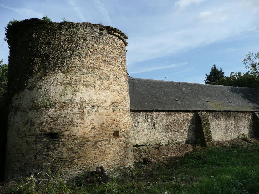 La Tour du manoir de la Cour des Aulnays dans le Maine-et-Loire.